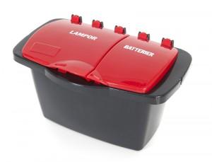 Box med rött lock för ljuskällor och batterier