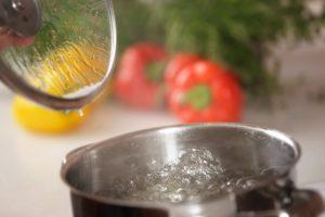 foto av kastrull med kokande vatten